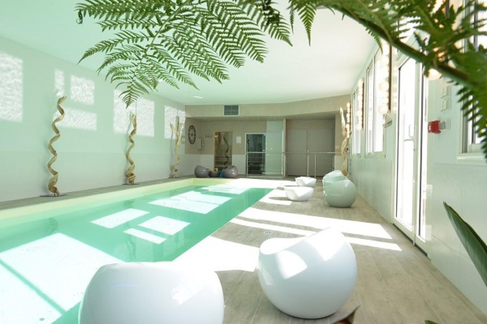 Le grand h tel des bains spa piscine int rieure for Fouras grand hotel des bains